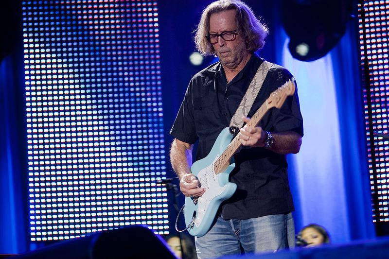 耳栓ブログ|800px-Eric_Clapton_in_concert